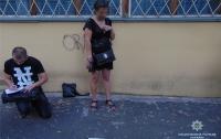 Полиция Киева задержала женщину, которая грабила прохожих