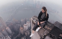 Экстремальное селфи: девушка из России покорила небоскреб