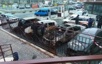 Ночью в Одессе подожгли две машины, сгорело семь