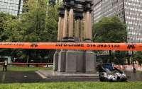 Активисты свалили памятник первому премьеру Канады в Монреале