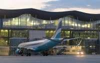 Самолет из Милана с больными пассажирами приземлился в Борисполе, трое попали в больницу с подозрением на Covid-19