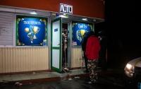 Неадекватный мужчина бросил дымовую шашку в зал игровых автоматов