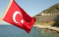 В Турции запретили брать еду со шведского стола своими руками