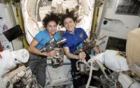 Две женщины впервые вышли в открытый космос (видео)