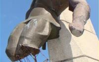 В Украине продолжается «война» с памятниками (ФОТО)