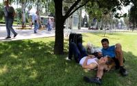 В Донецке интуристы и коренные жители садятся на травку
