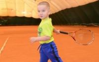 Трехлетний мальчик из Одессы стал самым юным теннисистом Украины