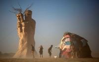 Мужчина погиб, прыгнув в костер на фестивале Burning Man
