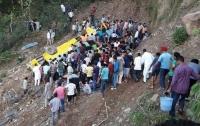 Автобус со школьниками упал в пропасть, есть погибшие