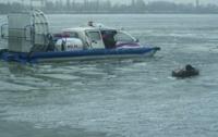В Днепропетровске 2 рыбака провалились под лед