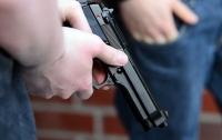 В Днепре двое мужчин обстреляли прохожих с балкона