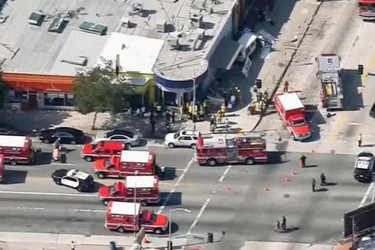 ВЛос-Анджелесе автомобиль наехал налюдей