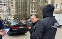 Внутренняя безопасность Нацполиции задержала бывшего сотрудника одесской полиции на взятке (видео)