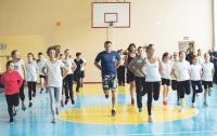 В Запорожской области девочка на уроке физкультуры сломала две руки