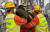 Две недели под землей: В Китае спасли 11 шахтеров (видео)