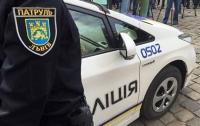 Во Львове полицейский спас парня, собиравшегося прыгнуть из окна многоэтажки (видео)