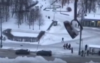 Сосульки в Санкт-Петербурге сбивали утюгом