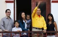 Чавес сменил «раскраску» своего имиджа с красного на желтый цвет