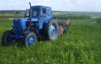 Под Житомиром мужчина погиб под колесами собственного трактора