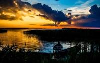 Необыкновенные виды украинского озера показали на фото