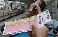 Мужчина разбогател после 20 лет игры в лотерею и раскрыл выигрышную тактику