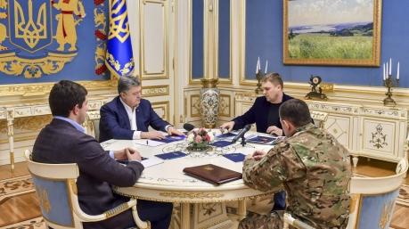 Порошенко провел совещание с силовиками в связи с гибелью полицейских в Княжичах