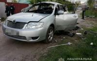 Неизвестный бросил гранату в автомобиль (фото)