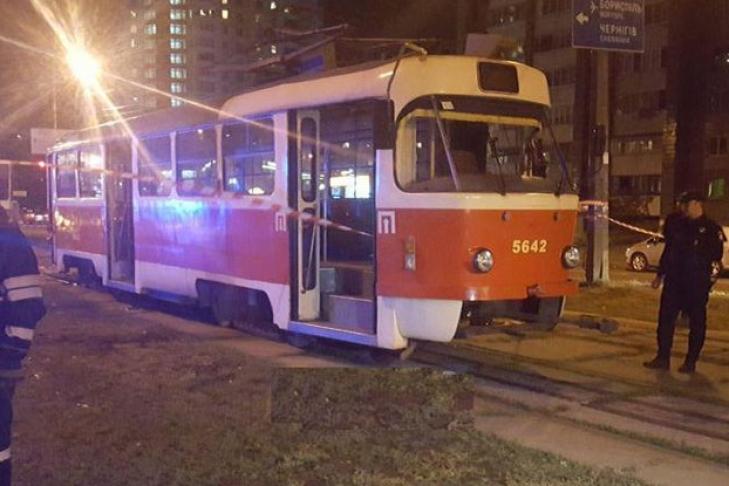ВКиеве под колесами трамвая погибла мать смаленьким сыном