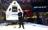 Илон Маск показал космический скафандр SpaceX