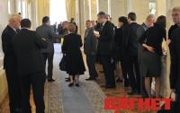 В мае из украинских политиков популярнее стала лишь партия Кличко
