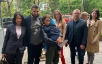 Отец удерживал ребенка в посольстве Дании в Киеве