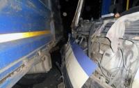 На Харьковщине прицеп грузовика влетел в автобус и убил водителя