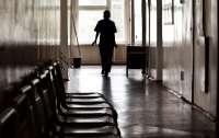 В больнице под Киевом пациентка ногой сломала челюсть медсестре