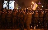 Женщине-полицейской переломали пальцы во время столкновений в Киеве
