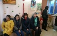 Подпольные швейные цеха, на которых принудительно работали нелегалы, разоблачили на Одесщине