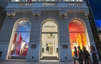 Холдинг Michael Kors сменит имя после покупки модного дома Versace