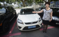 Для китайских женщин придумали розовую парковку