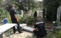В Одесской области неизвестные устроили погром на кладбище