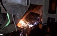 Страшная смерть: на запорожском предприятии рабочего засыпало грунтом