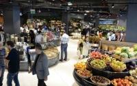 В Баку клиента магазина заперли в холодильнике и держали до потери сознания