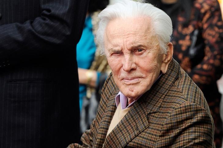 Старейшему актеру Кирку Дугласу исполнилось 100 лет