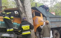 ДТП в Херсоне: грузовик раздавил легковушку