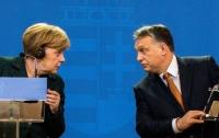 Меркель и Орбан поссорились из-за беженцев