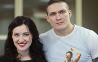 Александр Усик забирает семью из Крыма
