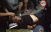 Отрезало часть ноги: в Киеве мужчина кинулся из леса под трамвай