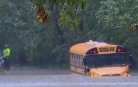 В Иордании автобус со школьниками смыло потоком во время ливня