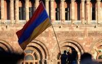 Армения запретила мужчинам выезжать из страны