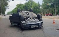 ДТП в Днепре: перевернулось авто с ребенком в салоне (видео)