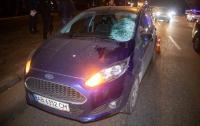 ДТП в Киеве: пешеход бросился под колеса автомобиля (видео)