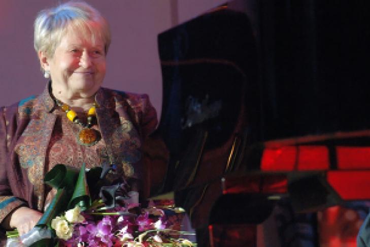 (15 ноября 2014г) в эфир первого канала телепередача сегодня вечером была посвящена 85-летнему юбилею